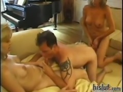 Hot threeway sex with 2 blondes