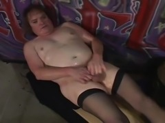 Fat CD pleases himself in stockings