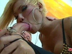 Blonde tranny in stockings gets fucked