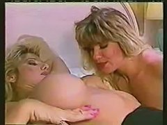 Vintage tranny eats a blonde dolly