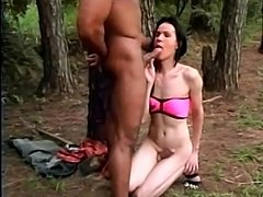 Outdoor oral caress with a skilful TS