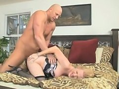 Nailing A Hungry Tranny On A Bed